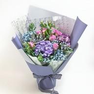台北市花店 紫玫瑰滿天星花束